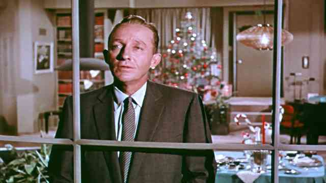 bing crosby white christmas video - How Old Was Bing Crosby In White Christmas