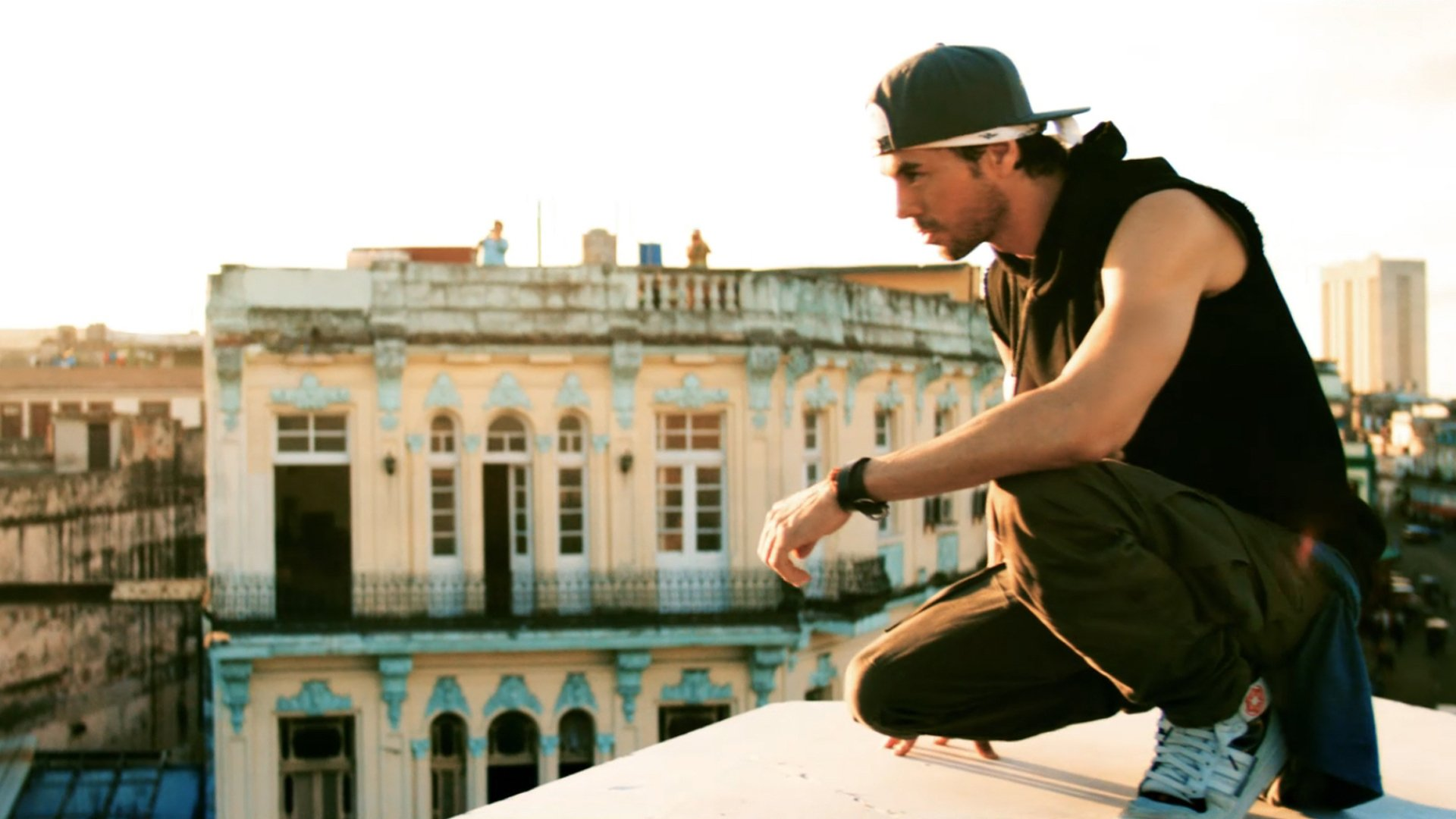 3745f457c16 Enrique Iglesias - SUBEME LA RADIO ft. Descemer Bueno