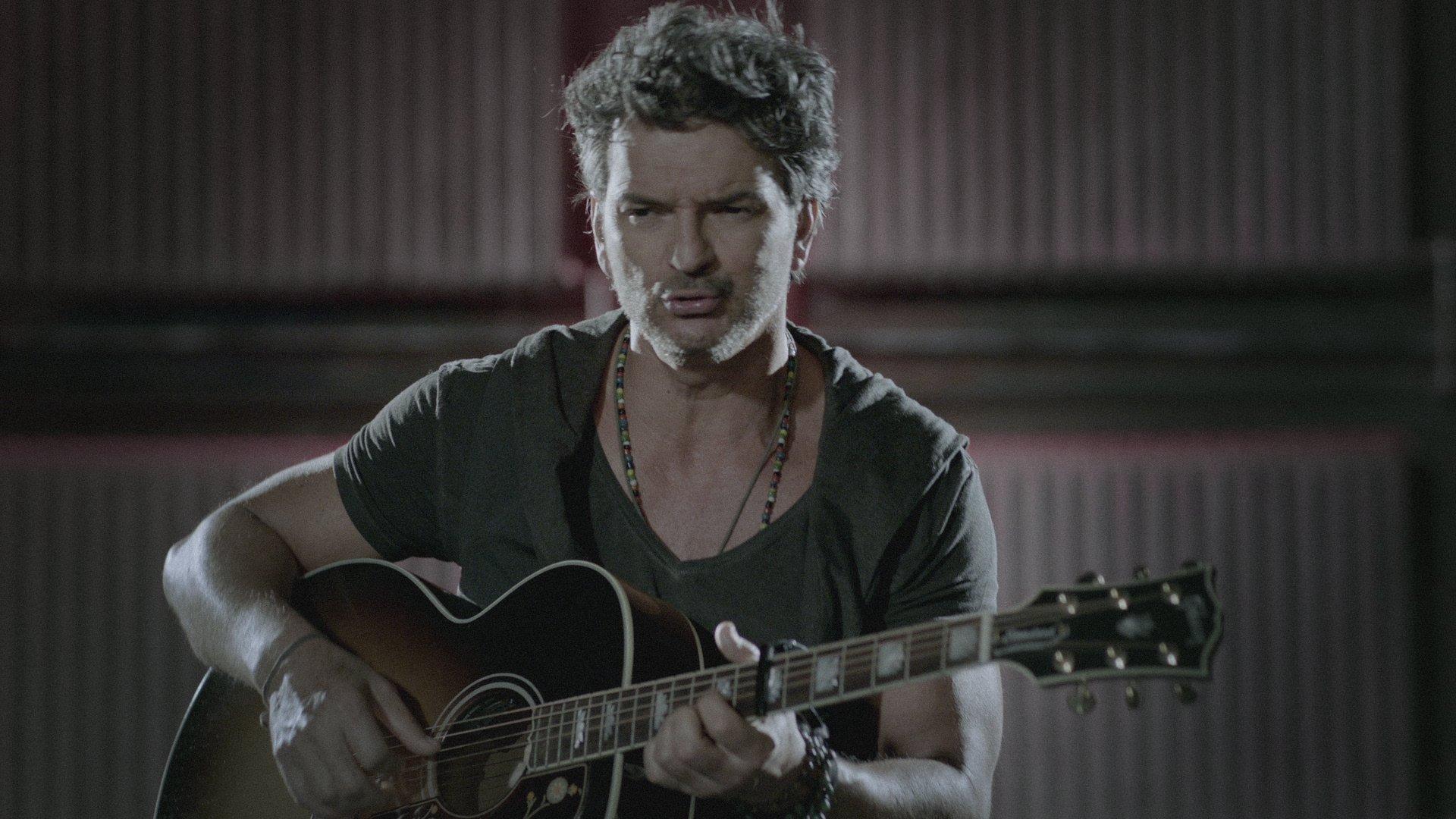 Ricardo Arjona - Nada Es Como Tú (Acústico) Official Video  - YouTube 580f135f10fc